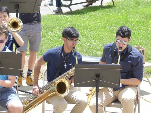 students in the jazz band play their instruments