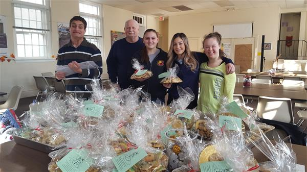 Students deliver cookies to St. Peter's Soup Kitchen