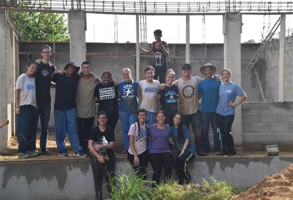 group of students on work site in Honduras